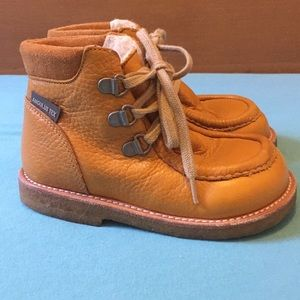 Angulus lace-up kids boots in Ochre.